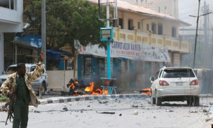 26 persona u vranë gjatë një sulmi terrorist në një hotel në Somali