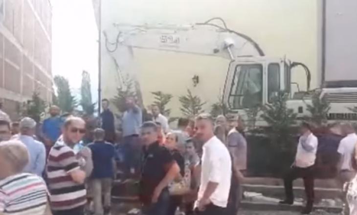 Momenti kur aktivistët e VV-së kërcënohen nga një i pranishëm në aksionin tek 'Abi Çarshia'
