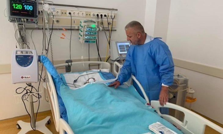 Halil Kastrati kërkon ndihmë për shërimin e vogëlushes nga Drenasi