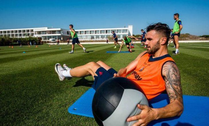 Trajneri nuk e do, por sulmuesi shqiptar shfaqet në stërvitje