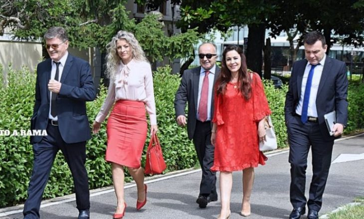 Deputetja më e re shqiptare po i jep fund beqarisë