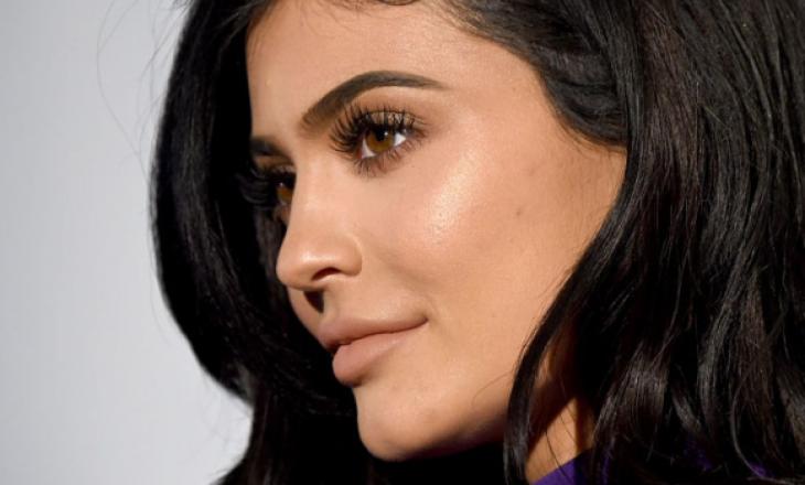 Kylie Jenner i heq të gjitha, pozon nudo