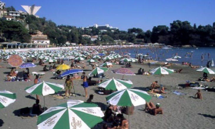 Policia e Malit të Zi dënon me nga 40 euro turistët nga Kosova