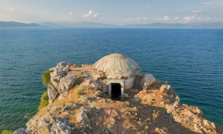 Bunkerët shqiptarë në syrin e fotografit britanik