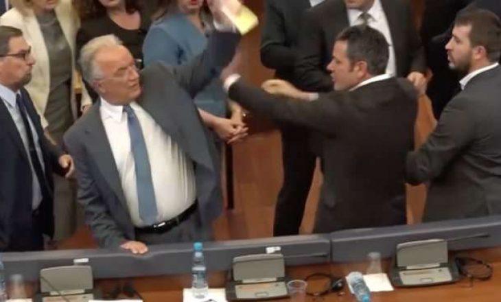 Ҫfarë thoshte Arben Gashi për incidentin me Xhavit Halitin?
