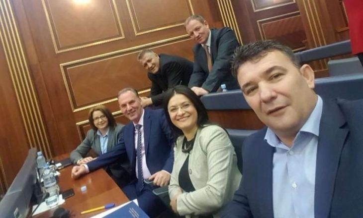 Deputeti i Nismës dyshon se AAK-ja ka shkuar në Gjermani për biznes me Serbinë