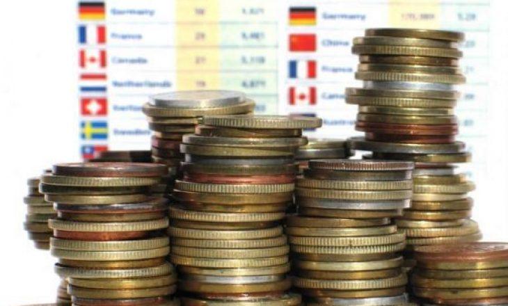 Banka e Shqipërisë: Fluksi i turistëve forcon pozitat e lekut