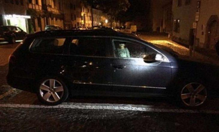 Nëna e mbyll në veturë djalin e saj 4-vjeçar në temperatura super të larta