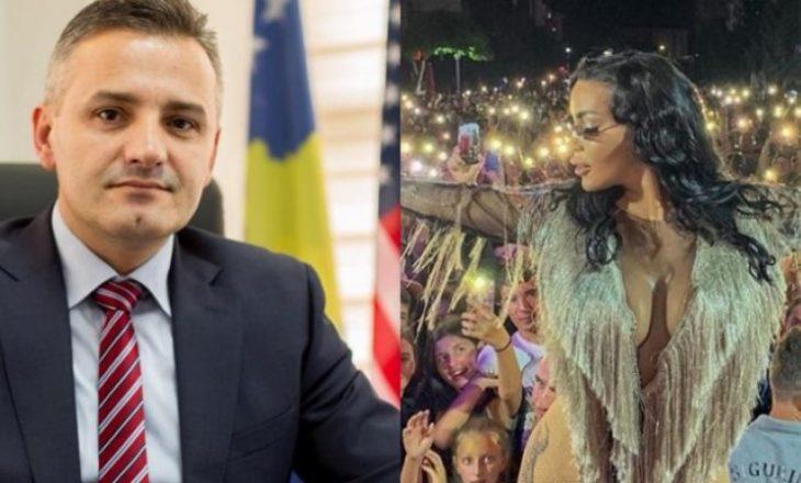 Bekim Jashari aktron humoristin për veshjen e Fjolla Morinës – thotë se sonte do të këndojë një djalë