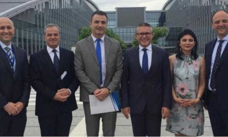 Gjenerali serb lëshon mbledhjen kur nis të diskutohet për Kosovën
