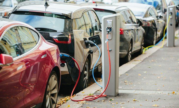 Pas tre vitesh Bullgaria do të ketë 15,000 stacione të mbushjes për makina elektrike, vendit do t'i nevojitet më shumë rrymë
