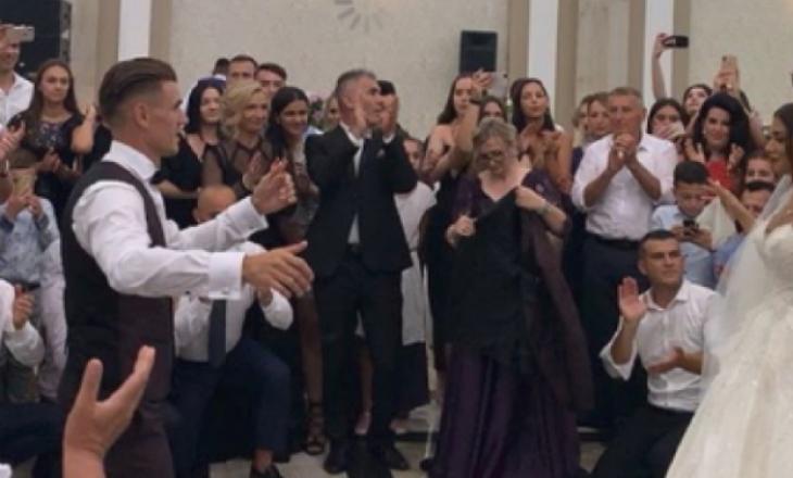 Pamje të reja nga martesa e Kolollit– këta janë dy futbollistët e Kosovës që nuk e ndalin vallen