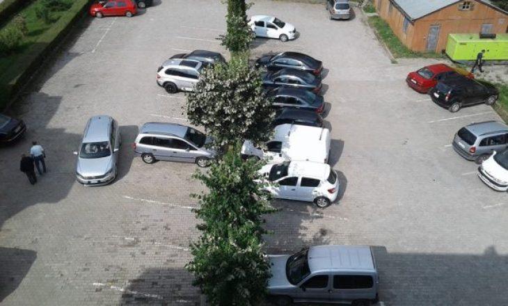 Dy Komuna të Kosovës tregohen bujare – Lëshojnë parking të veçantë për mërgimtarët
