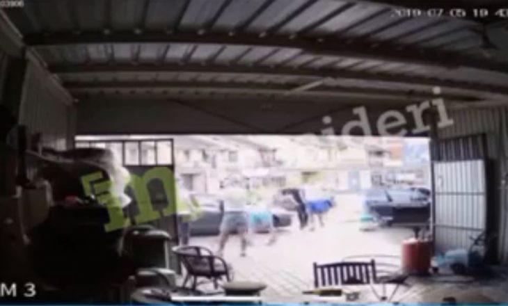 VIDEO (+18): Sulm fizik nën kërcënimin e armës në Pejë – vikimës i shkaktohen lëndime të rënda