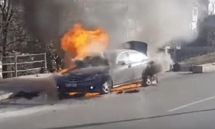Një makinë përfshihet nga zjarri