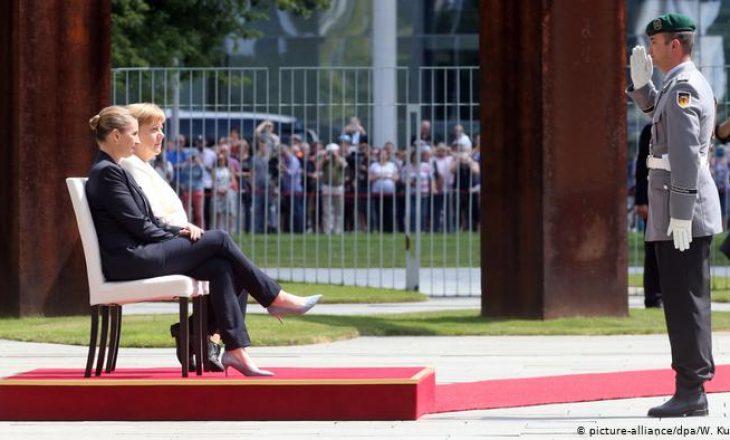 E ulur gjatë inonimit të himnit – Merkel dridhet sërish, gjermanët të shqetësuar