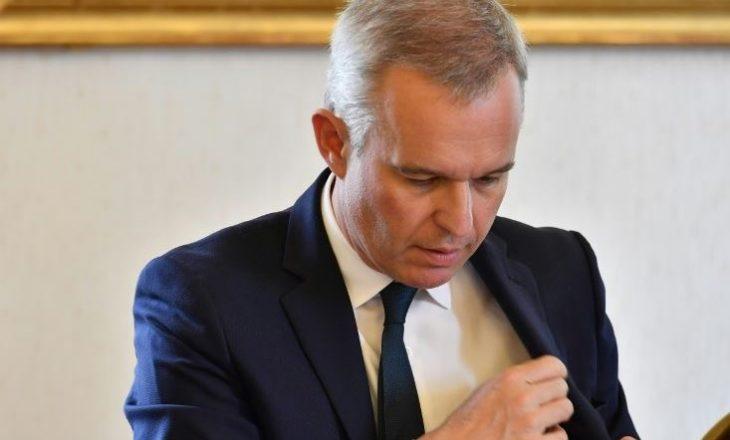 Darka me gaforre, petale trëndafili dhe shampanjë, ministri kritikohet për jetën luksoze