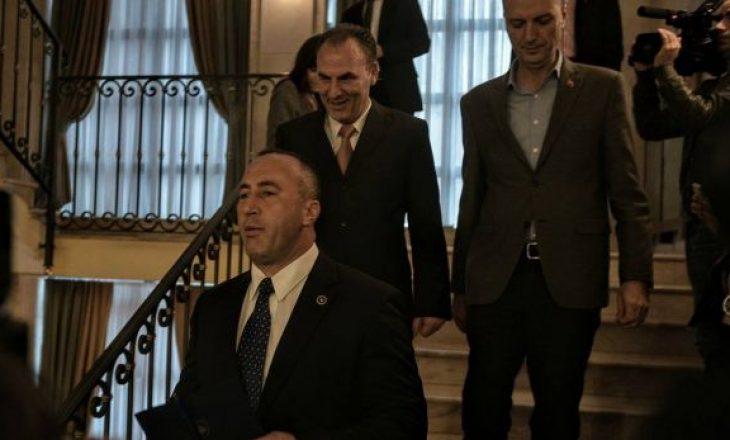 Përplasja Haradinaj-Limaj – kryeministri ka një kërkesë ndaj partnerit të koalicionit