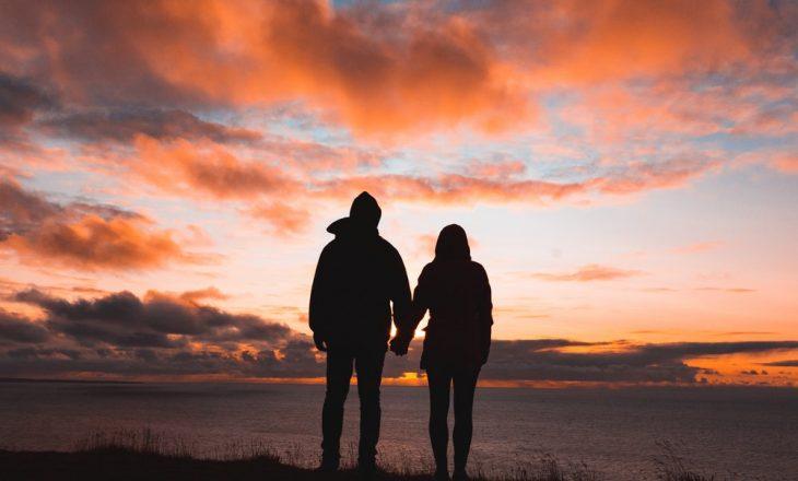 Pyetjet që duhet bërë partnerit para se të vendosni për lidhje serioze