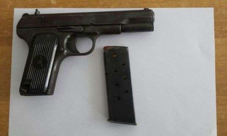 Konfiskohet një armë me 5fishekë në Fushë Kosovë