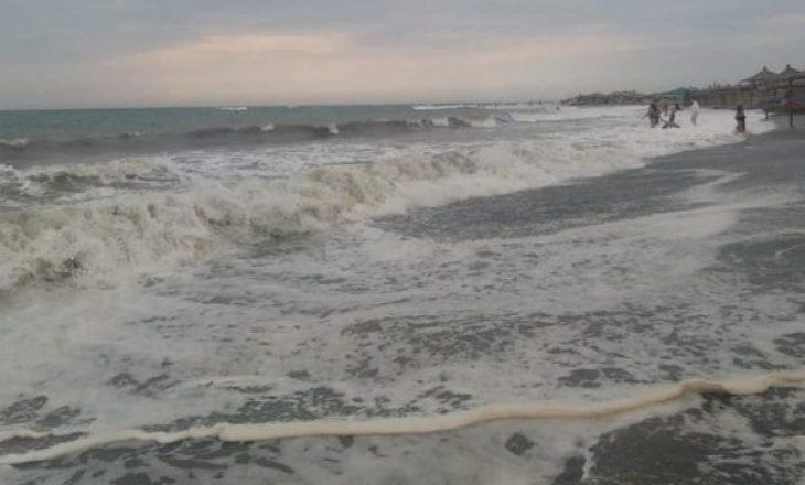 Sot duhet të keni kujdes nga deti në Shqipëri, mos t'ju shkojë mendja të notoni