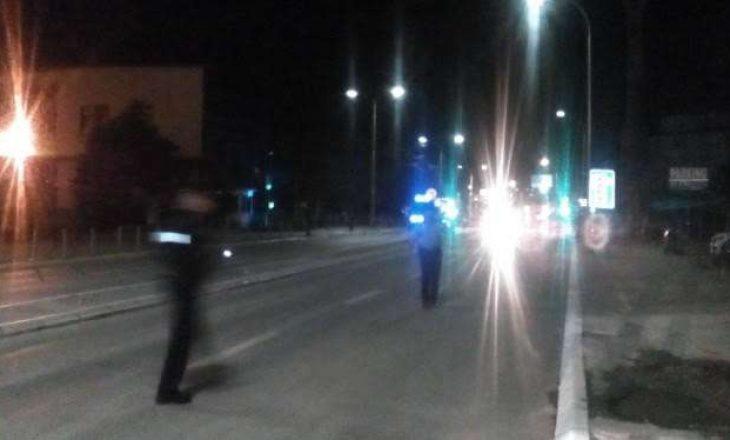Film! Shoferi tenton t'i shkelë me veturë policët në Fushë Kosovë
