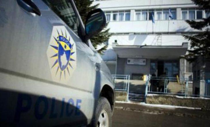 Skandal në Prishtinë: Babai shkon në spital pasi rrihet nga djali i tij