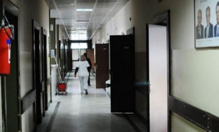 Familja nga Prizreni merr kredi për t'i blerë barna kryefamiljarit në intensivë