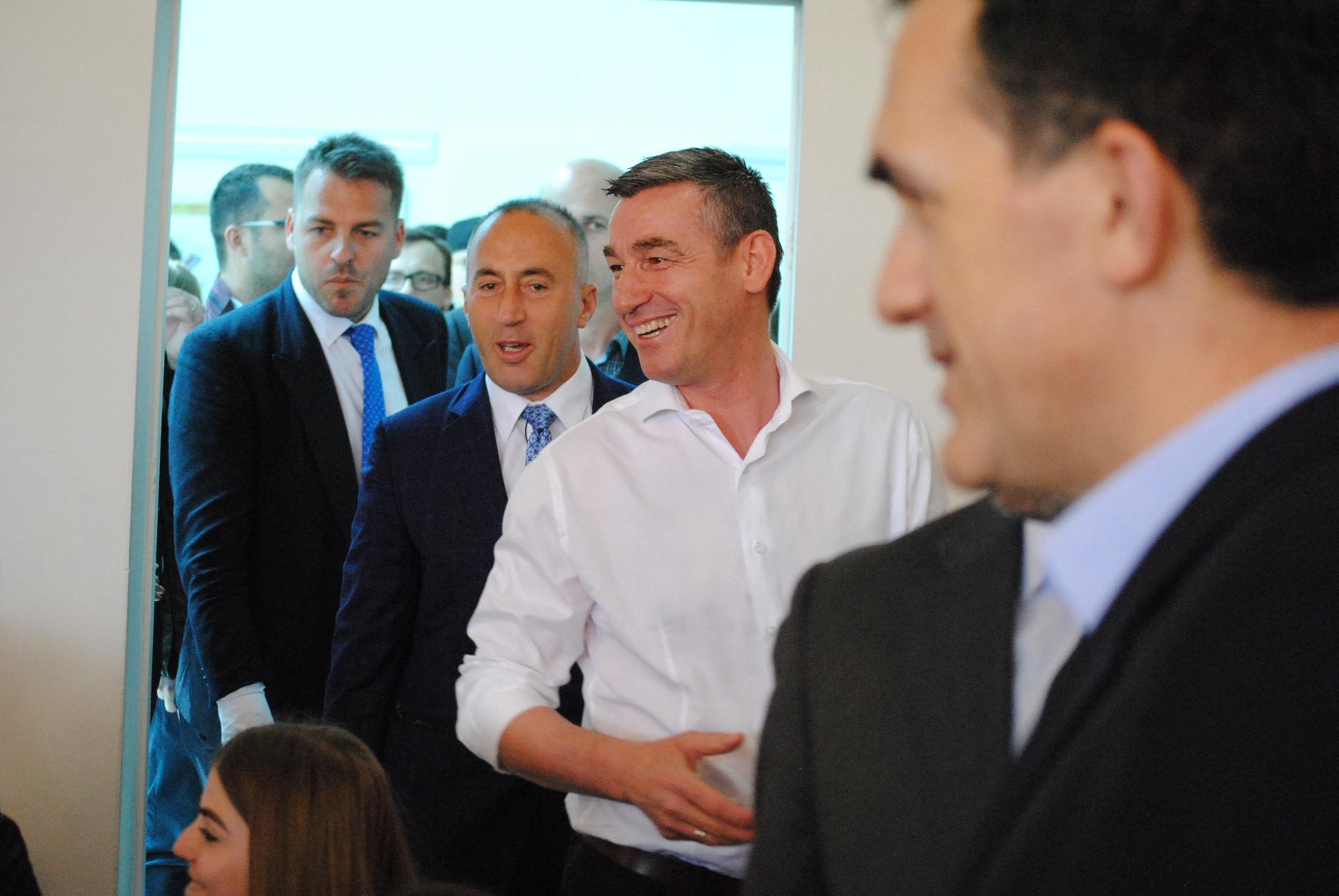 Veseli thumbon Haradinajn  Ai flet me Amerikën sikur me Serbinë
