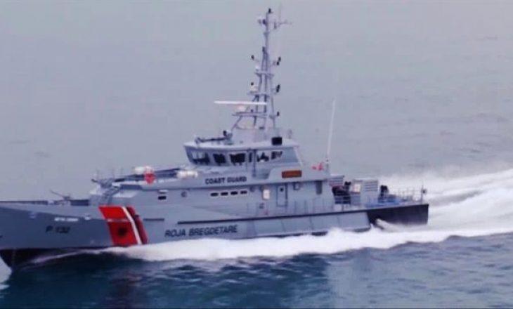 Roja bregdetare shqiptare shpëton 8 serbë nga mbytja në ishullin e Sazanit