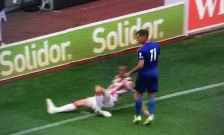 Pamje të rënda, lojtari anglez thyen këmbën