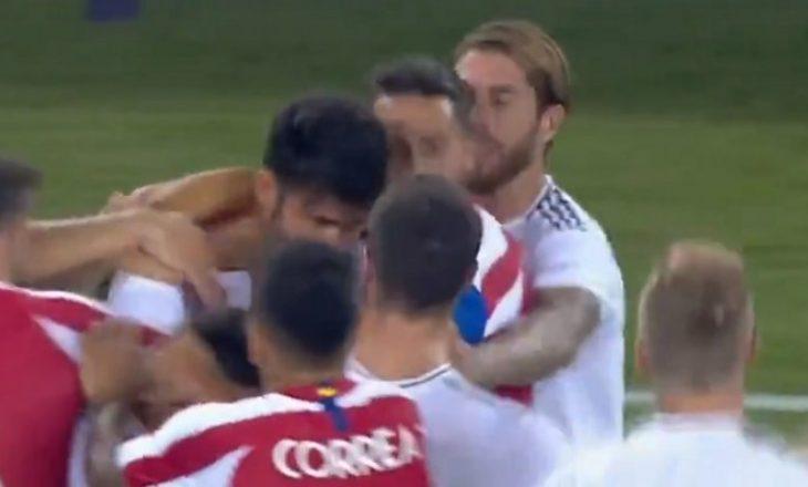 Momenti kur Diego Costa përleshet me Carvajal