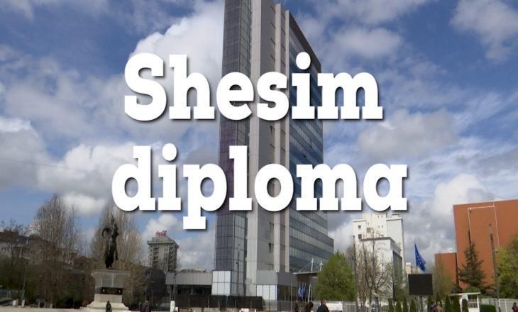 Si funksionon krimi dhe politika në arsimin në Kosovë, shfaqet në një dokumentar