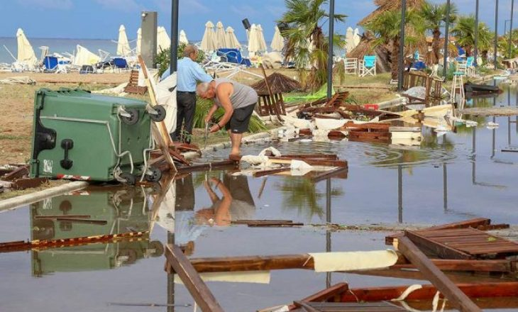 Si pasojë e stuhisë vdesin shtatë persona dhe dhjetëra të lënduar