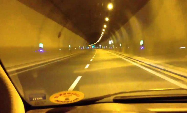 Goma e makinës rrokulliset në tunelin e Kalimashit, shpërthen si bombë