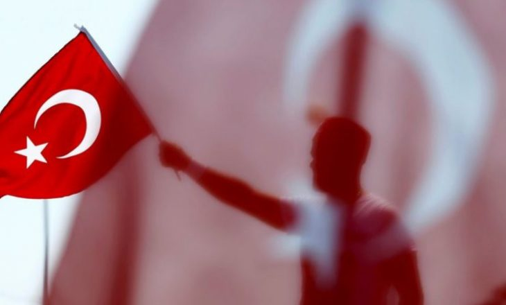 Vriten tre diplomatë turq