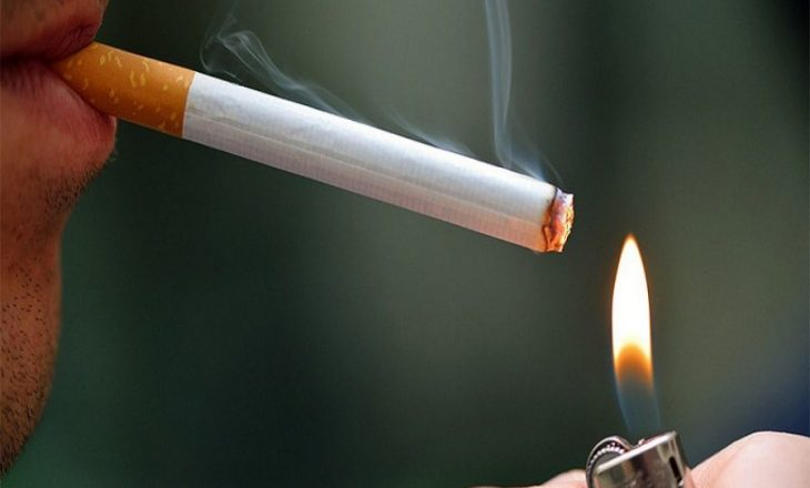 Shqiptari zbulon fotografinë e këmbës së tij të amputuar në pako cigaresh