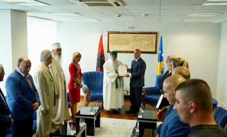 Haradinaj dekoron kryegjyshin e Kryegjyshatës Botërore Bektashiane