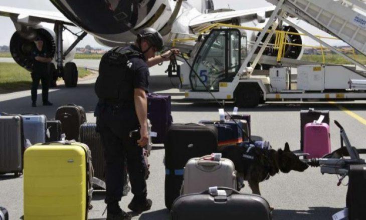 Serbi dashurohet me stjuardesën – Alarmon për bombë në avion