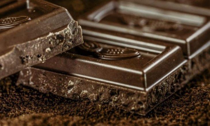 Çokollata e zezë zvogëlon rrezikun e sëmundjeve kardiovaskulare