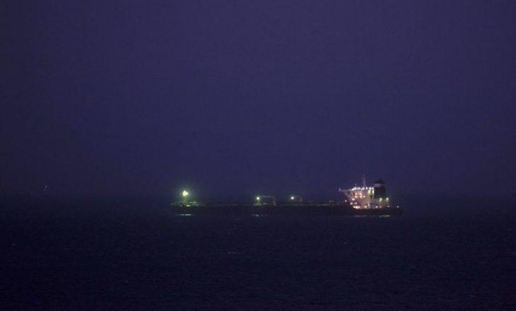 Më në fund tankeri iranian lundroi nga porti i Gjibraltarit