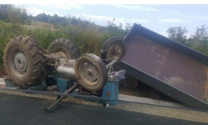 Rrokulliset traktori në Kaçanik, lëndohet drejtuesi