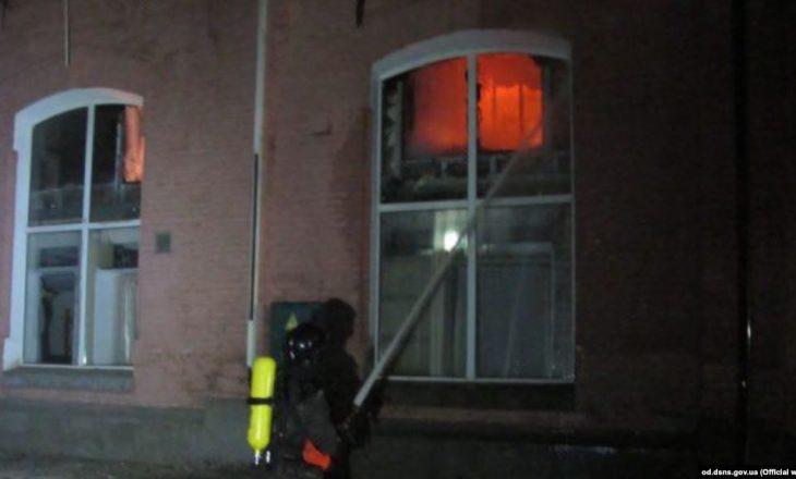 Zjarr në një hotel, vdesin 8 persona