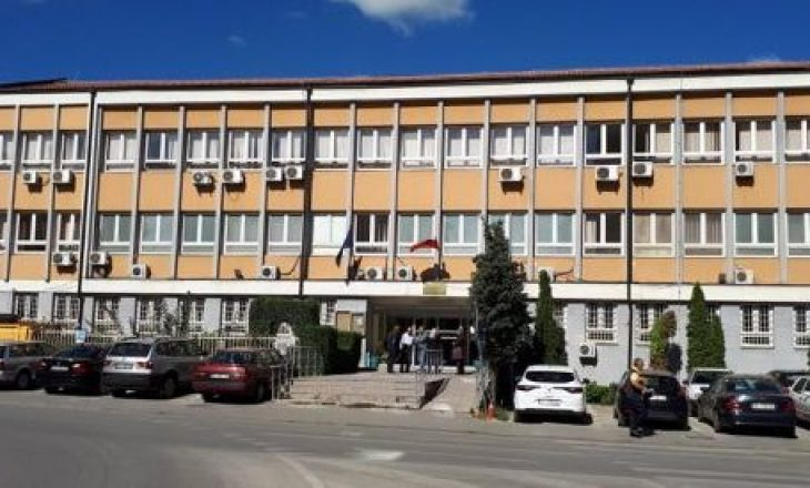 Arrestohet 25 vjeçari në Pejë pasi kërcënoi me armë kamerierin