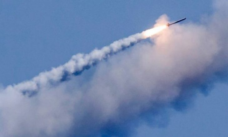 Rusia teston dy raketa balistike në Arktik