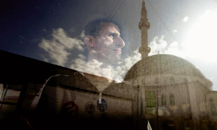 """Çfarë po ndodh me Lladrovcin, ish-pjesëtarin e ISIS-it që dha intervistë për """"The Economist""""?"""