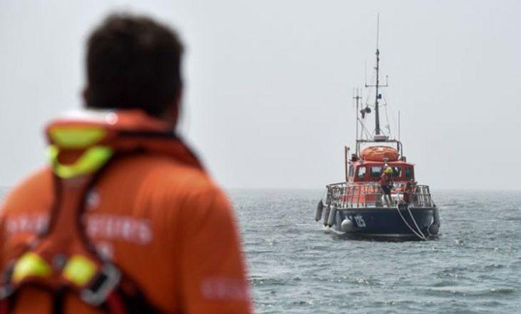 Tragjike, mbytet anija, vdesin 3 fëmijë