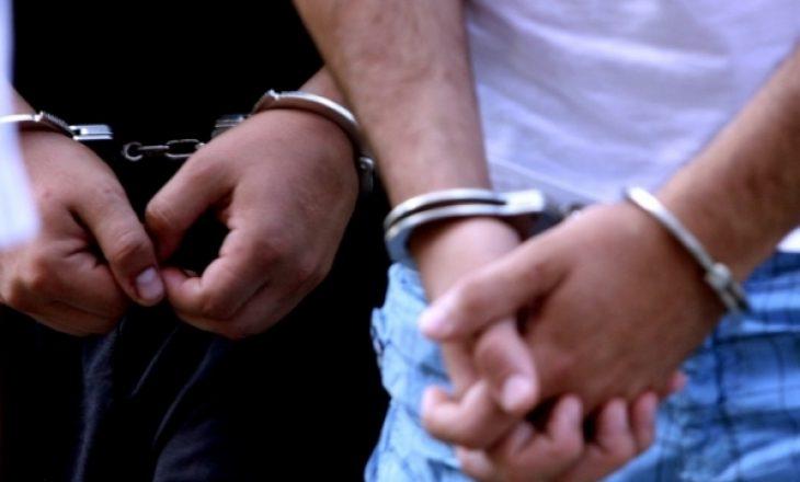 Shpërndanë dokumente të testit anti-COVID, arrestohen të dyshuarit