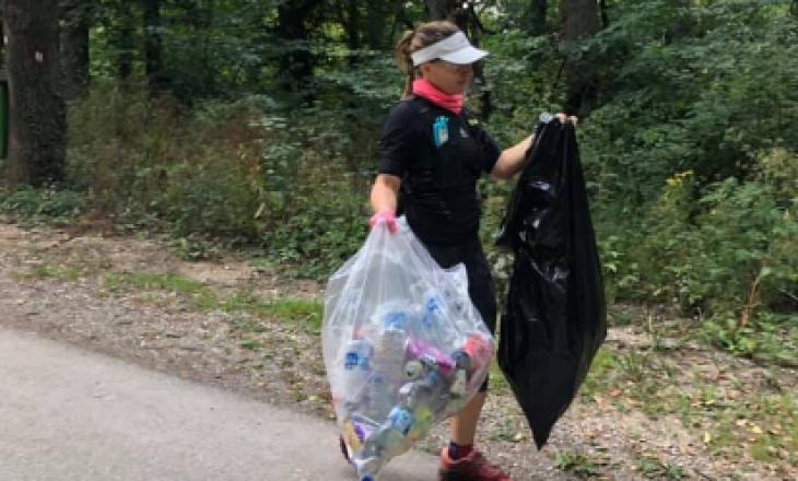 Plot mbeturina, dy qytetare pastrojnë Parkun Gërmia