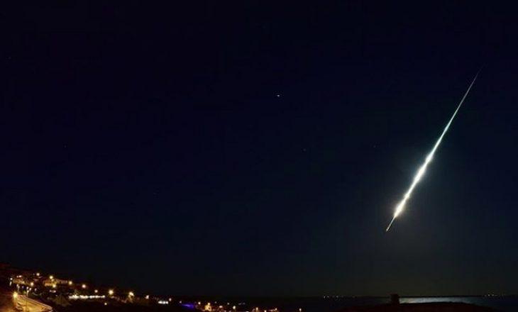 Magjike, meteori i pazakontë ndriçon rrugën e kalimtarëve